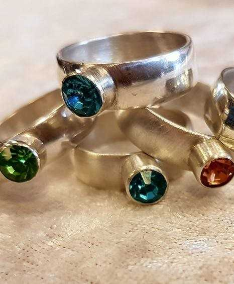 Faceted stone setting